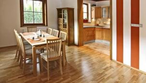 Kuchyně s výhledem na Ještěd