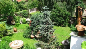 Poetická zahrada mezi obry
