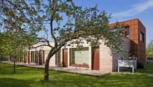 Dům ze dřeva a bez komplexů
