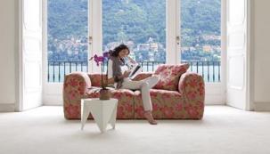Rozkvetlý čalouněný nábytek