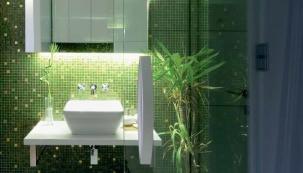 Smaragdová koupelna v pokoji