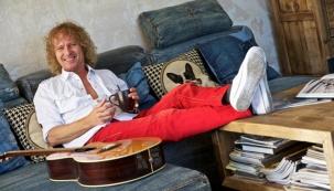 Peter Nagy bydlí s nohama na stole