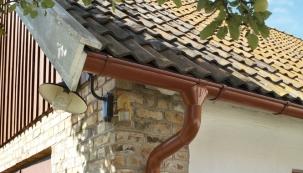 Jarní revize střechy a okapů
