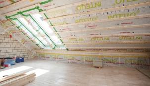 Výstavba podkroví s dřevěnou spodní konstrukcí