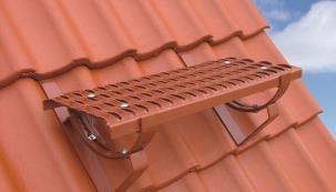 Pochůzný systém pro bezpečnou údržbu střechy
