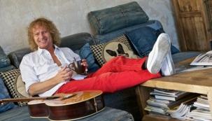 Backstage: fotografování bytu zpěváka Petra Nagye