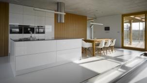 Podlaha představuje největší souvislou plochu obytného prostoru. Kromě pevnostních kritérií musí splňovat ipožadavky odolnosti azanedbatelný není ani její estetický vzhled.