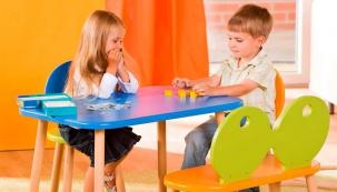 Dětská nábytek Micki (Geuther), masiv, 76 x 52 x 52 cm, cena stolku 1 170 Kč, cena židličky 839 Kč, www.smolicek.com