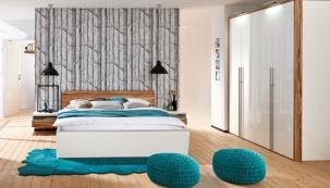 Postel (Hülsta), ořechové dřevo, bílý lak, 180 x 200 cm, cena 31 174 Kč, www.homestyle.cz