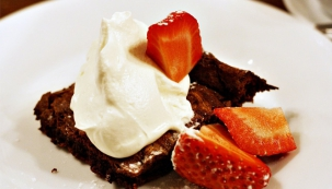 Čokoládový dort s jahodami (Foto: megvkuchyni.cz)
