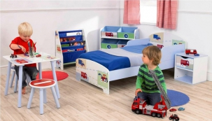 Stolek a stoličky Auta (Ready Room), laminovaná MDF deska, 50 x 50 x 44 cm, cena 1 007 Kč, www.dekorace.cz