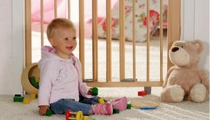 Dětská zábrana do dveří (Geuther), výška 83 cm, cena 1 690 Kč, www.rostoucinabytek.eu