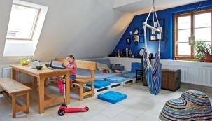 Anetě se podařilo s omezeným rozpočtem vytvořit domov, který splňuje všechny nároky na moderní bydlení, který je útulný a obyvatelkám sluší. Ne každý je dostatečně kreativní a má odvahu experimentovat, ale za pokus to stojí