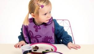 Sada dětského nádobí (Sebra), melamin, ceny: talíř 172 Kč, miska 144 Kč, hrnek 115 Kč, www.girafa.cz