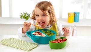 Sada nádobí pro děti, lze složit do sebe, vhodná na cesty, cena 199 Kč, www.tchibo.cz