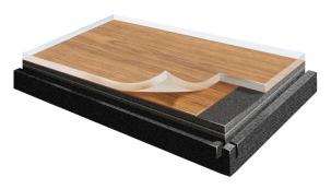Ukázka patentovaného dílce Creation click sunikátním spojem, který se zacvakává svrchu. Složení materiálu mini-malizuje roztažnost dílce  a tím i celé podlahy (GERFLOR).