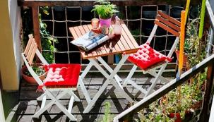 Balkonový set Morning Star (Butlers), akátové dřevo, stůl a 2 židle, cena 3 070 Kč, www.butlers.com