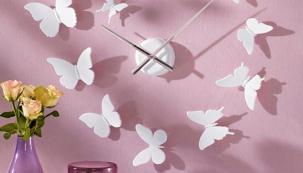 12 motýlků v různých velikostech (8–10 cm) si můžete poskládat podle aktuální nálady, cena 1 199 Kč, www.bonprix.cz