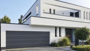 Designové drážky vrat umocní moderní vzhled domu