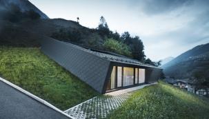Chytré rozvržení domu poskytuje veškerý komfort azároveň bezprostřední kontakt snádhernou horskou přírodou.