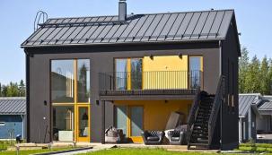 Ocelové střešní prvky Ruukki reprezentují pověstnou finskou kvalitu. Povrchová úprava jim propůjčuje bezkonkurenční odolnost, lehkost, neprodyšnost atrvanlivost.