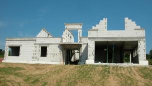 Jak získat prostor v domě aneb zdění s užšími prvky