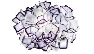 Závěsné světlo Clizia (Slamp), design Adriano Rachele, materiál Opal fex, O 53 cm, cena 6 873 Kč, www.60.cz