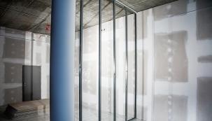 Přednosti stavění pomocí sádrokartonu jsou zjevné: suchá výstavba, nízká hmotnost, rychlost a flexibilnost (KNAUF).