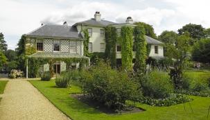 Dům a zahrada, kde proslulý Charles Darwin a jeho rodina žili skoro 40 let, je nyní pod ochranou společnosti English Heritage, která se zasloužila o celkovou rekonstrukci.