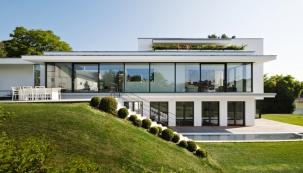 Luxusní vila v bílém