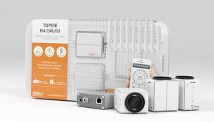 Chytrý telefon s aplikací iNELS dokáže komunikovat prostřednictvím chytré RF krabičky s termohlavicemi na radiátorech, a to i vzdáleně.