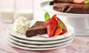 Čokoládový dort s domácí šlehačkou