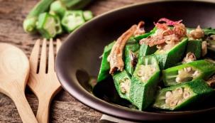 Ibišek je charakteristickou surovinou převážně indické aturecké kuchyně.