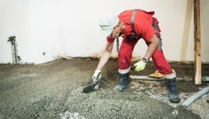 Lehký beton je ideálním materiálem pro mnoho stavebních prací včetně rekonstrukcí betonových podlah. Na rozdíl od běžného betonu výborně tepelně izoluje a je mnohem lehčí. Takže zbytečně nezatěžuje nosné konstrukce, což ocení především majitelé starších domů. Pracuje se s ním obdobně, jak s běžným betonem. (LIAPOR)