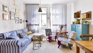 Vobývacím pokoji byla původně umístěna knihovna, televize avelký ušák. To vše bylo přesunuto dojiných místností vrámci bytu, aby zde mohl vzniknout prostor příjemný pro setkání spřáteli.