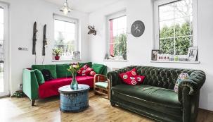 Vobývacím pokoji se sešly naprvní pohled zcela odlišné kusy nábytku, aby splynuly vdokonalé symbióze.