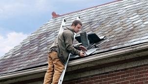 To, zda budete trávit zimu vsuchu ateple, závisí také na stavu střechy. Vše je potřeba ještě před zimou důkladně prohlédnout, jinak vás za čas čekají velké problémy.