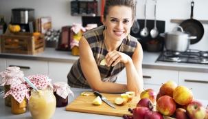 Metod, které nám umožní ovoce a zeleninu zpracovat tak, aby se nekazily, existuje celá řada. Jistým klíčem, podle kterého vybírat, je míra čerstvosti výsledného produktu a také jeho sklon se kazit.