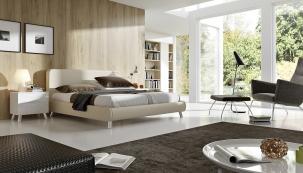 Zdravému spaní prospěje volný vzdušný prostor. Postel Hollandia Akino pro 2 matrace a 2 rošty na elektrické ovládání (prospanek.cz)