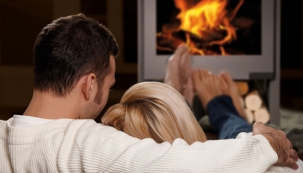 Za okny pošmourno a nevlídno, doma chladno, na duši smutno? Potřebujete krbová kamna s proskleným ohništěm! (Foto: Archiv Mountfield)