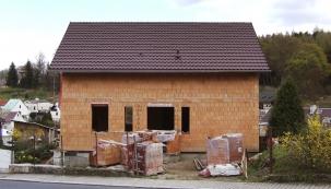 Pokud jde omateriál, tam jsem měl jasno od počátku. Vždycky jsem chtěl cihlový dům, říká pan Vít Klouček, který si postavil dům svépomocí.