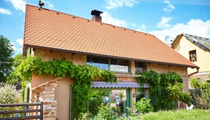 Celulózová izolace Climatizer Plus pro izolaci od podlahy po střechu. Přírodní izolant se zárukou 20 let z novinového papíru s impregnací potravinářskou chemií. Návratnost investice při zateplení je cca 3 roky. (CIUR)