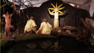 Až do 3. ledna 2017 si můžete na tradiční Vánoční výstavě v pražské Betlémské kapli připomenout, kolik z dnešních zvyků přešlo do naší evropské tradice z předkřesťanských dob. Jaké rituály a bohy měli pohané a proč bychom je měli respektovat.