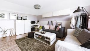 Bílá barva zvětšuje stísněný prostor menšího panelového bytu adává bohaté možnosti kombinací sjinými odstíny.