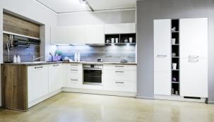 Malá kuchyně je častým problémem obzvláště v panelových bytech, kde je její prostor značně omezen a je proto třeba při zařizování důmyslně řešit mnoho aspektů, jako jsou úložné prostory, případně i prostory pro stolování. (Zdroj: Gorenje.cz)