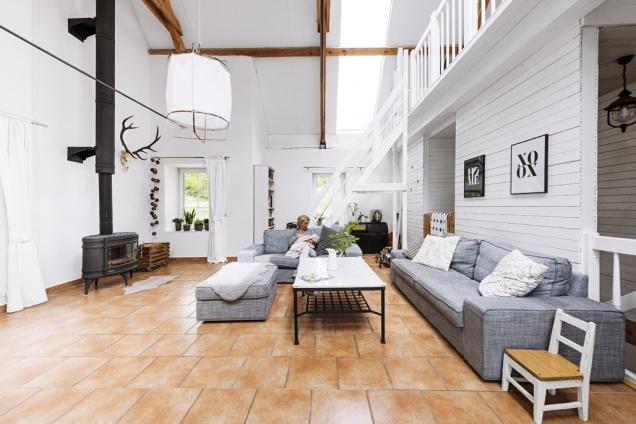 Obývací pokoj je pokuchyni druhým obytným místem, kam se soustřeďuje rodinný život.