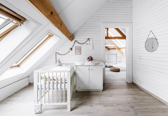 Pokojíček Aničky momentálně využívá jako ložnici iLucie. Vedlejší podkrovní místnost patří synovi.