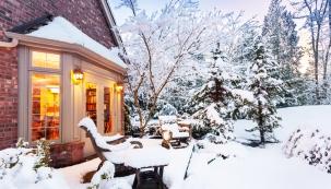 Výzdoba vánoční zahrady je výzvou pro celou rodinu a zahradu lze sklízet i v zimě.