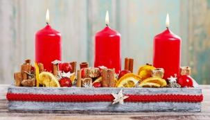 Vánoce jsou čas světýlek, lesku a kouzel. Asi každý z nás má na Vánoce doma nějaký svícen, ať již klasický, adventní, nebo trochu netradiční přírodní, či moderní, který rozzáří pokoj a navodí sváteční atmosféru. (Zdroj: Pattex)