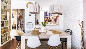 Pult je stejně jako celá kuchyň vyrobený namíru atvoří zajímavý prvek prostoru.